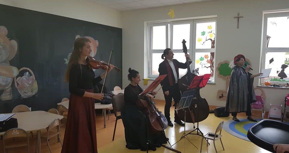 """Koncert Lubuskiego Biura Koncertowego. """"O księżniczce Wiolince i czarodzieju Sol - fa - mi - lu"""""""